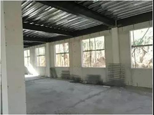 复合保温板并在外侧与钢结构梁柱珍珠岩保温板用钢丝网片进行连接.